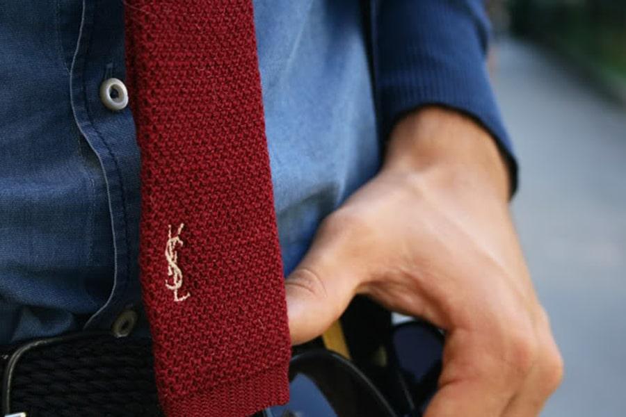 cravate tricot YSL