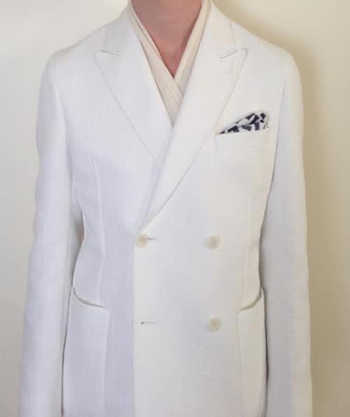 pochette bleu costume blanc