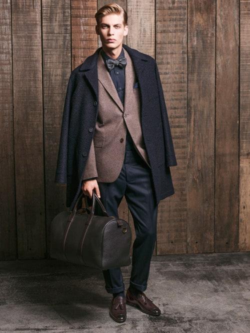 costumes marron et manteau