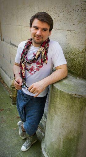 Adrien Chris Von Martial saron tee shirt foulard