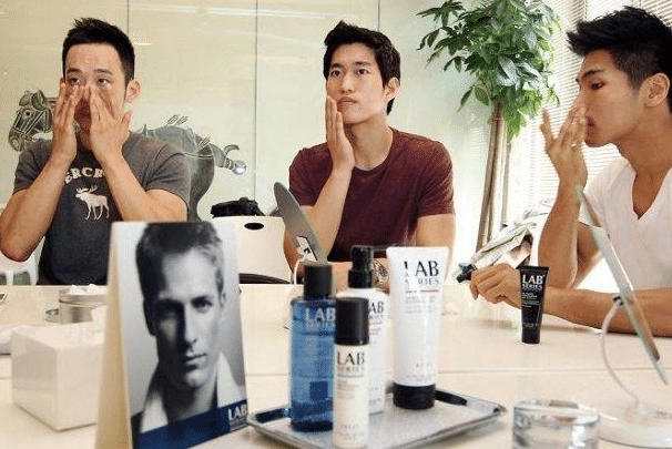 Les hommes et les cosmétiques à travers le monde : Corée du Sud, Etats-Unis et Angleterre en tête