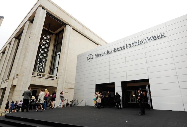 Le Lincoln Center accueillait la Fashion Week newyorkaise, mais trop bruyants et envahissants, les modeux seront priés de trouver un autre point de chute pour la saison prochaine !