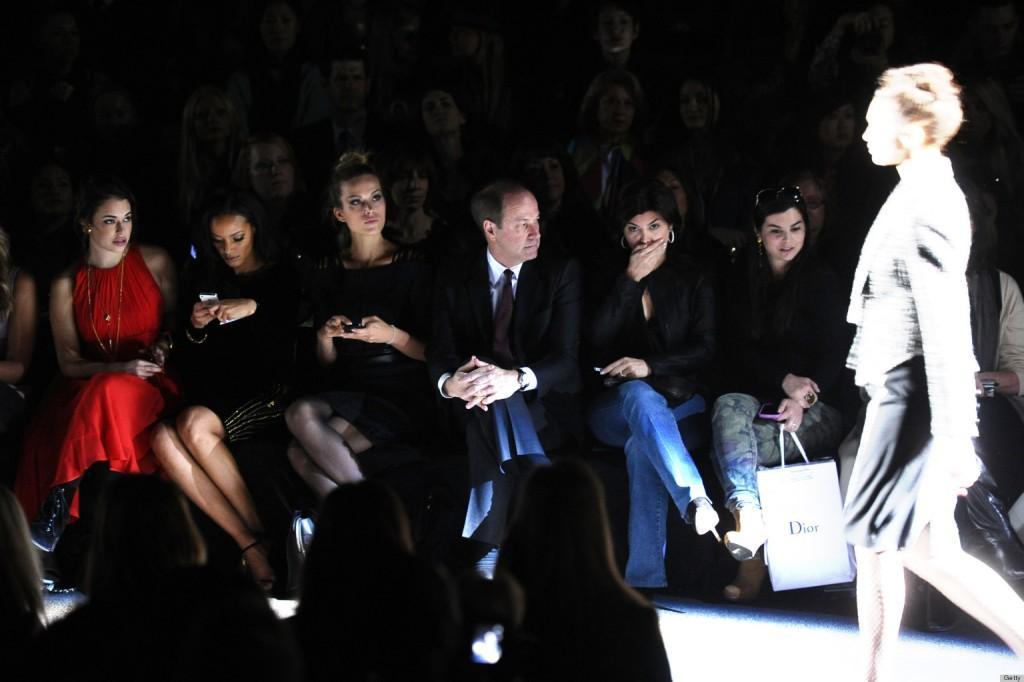 """Certains """"front row"""" envoient des sms, regardent leur voisine ou ont les yeux perdus dans le vide..."""
