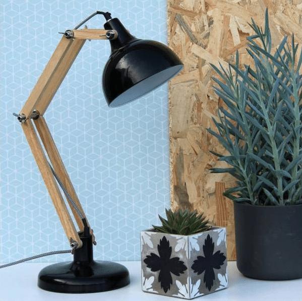 Lampe en bois et metal noir
