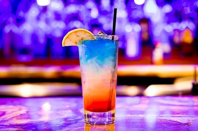 un-barman-jongleur-a-domicile-vous-en-reviez (1)
